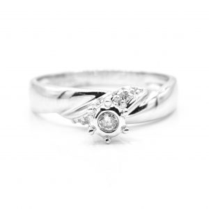 14 WHITE GOLD AND DIAMOND RING